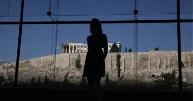 ΣΕΒ: Κάθε Ελληνας χρωστά 29.700 ευρώ στους δανειστές