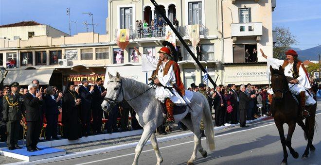 Η παρέλαση στην Καλαμάτα έκλεισε με το Μακεδονία ξακουστή