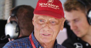 Έφυγε από τη ζωή ο θρύλος της F1, Νίκι Λάουντα