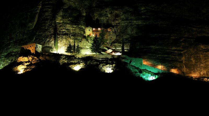 Γιορτάζει η Παναγία του Βράχου στη Νεμέα -video | NemeaPress