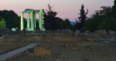 Συναυλία εγχόρδων στη Νεμέα με φόντο τον ναό του Δία